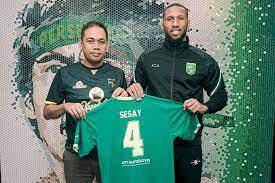 Resmi, Eks Leicester Alie Sesay Berkostum Persebaya di Liga 1